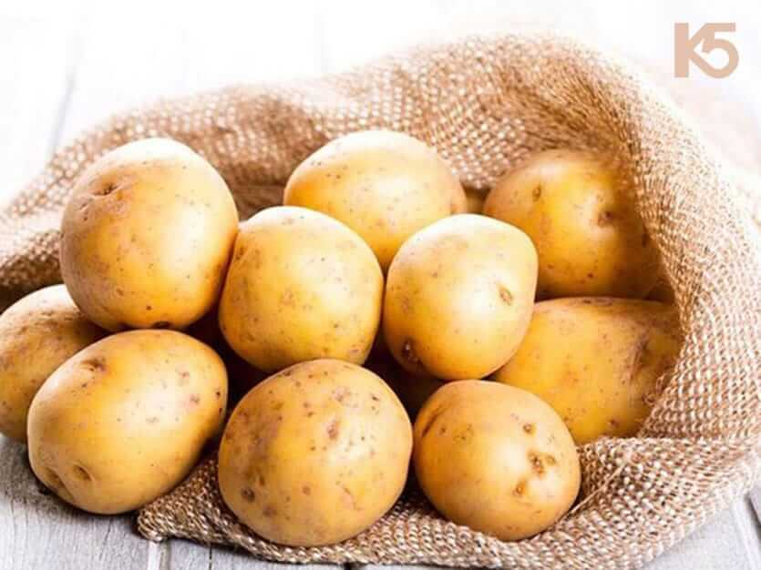 Hỗn hợp dầu dừa với khoai tây giúp chữa nám da