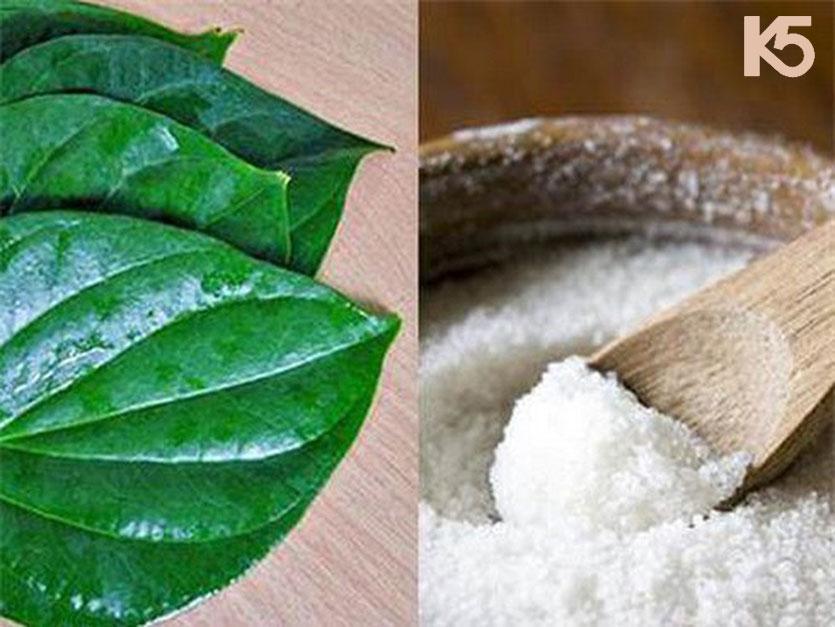 Cách làm hỗn hợp lá trầu với muối