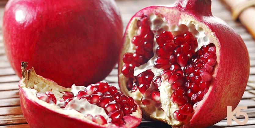Quả lựu chứa nhiều vitamin A và C giúp ngăn ngừa nám