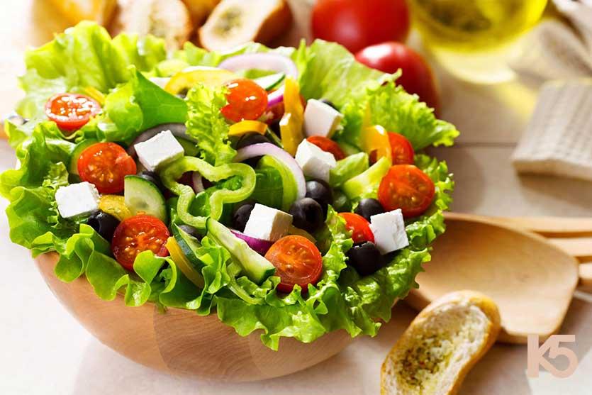 Salad trộn giúp hấp thụ vitamin e hiệu quả