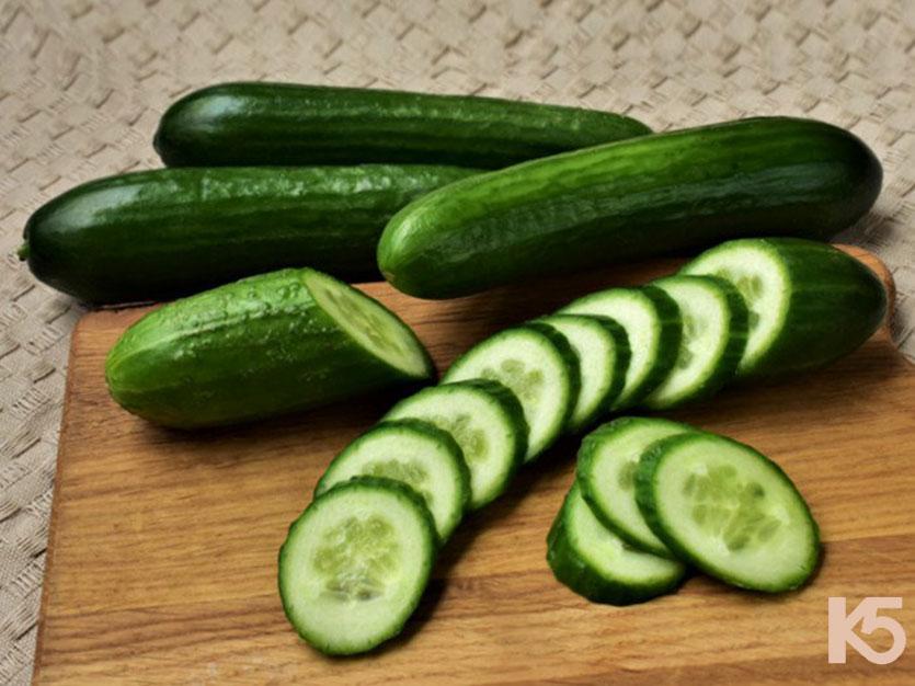 Trong trái dưa leo chứa nhiều vitamin c làm mờ thâm nám