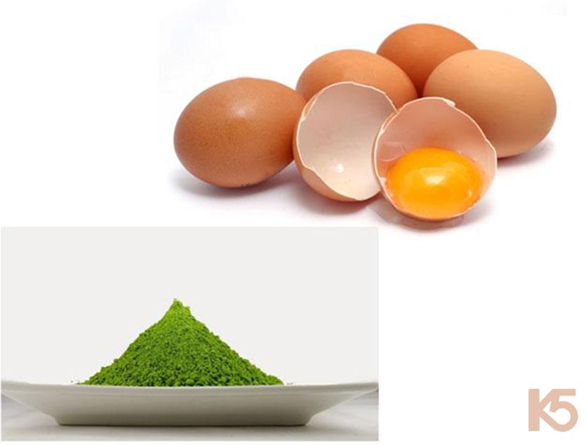 Trứng gà và bột trà xanh
