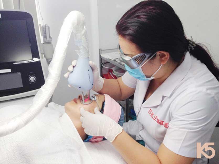 Bắn laser trị nám trong quy trình điều trị