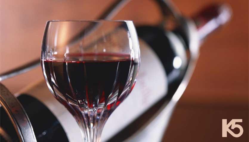 Rượu vang trị nám