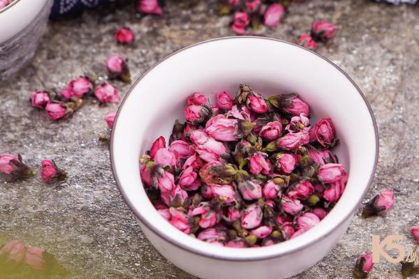 Bài thuốc trị nám từ đào hoa hoàn