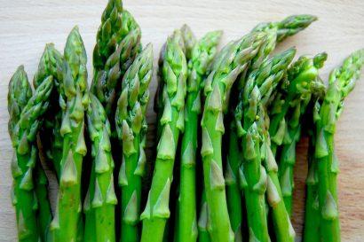 Ăn gì trị nám da mặt không thể thiếu được măng tây