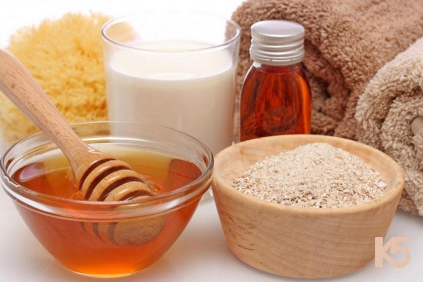Cám gạo, sữa chua và mật ong