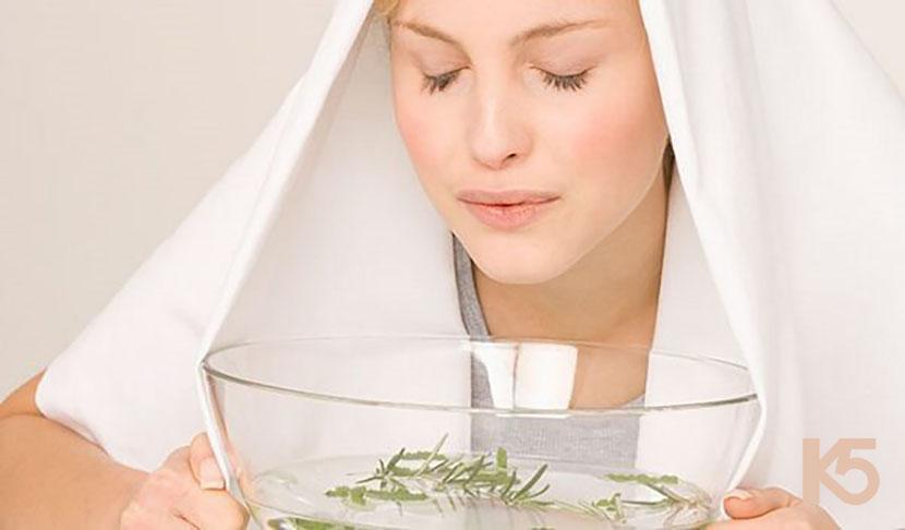 Hơ mặt với bán hoặc bồn nước nóng